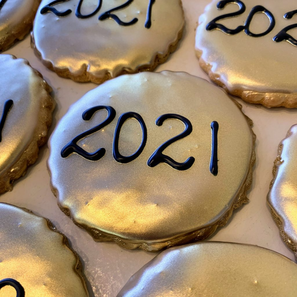 Metallic Gold Grad Year Cookie 2021